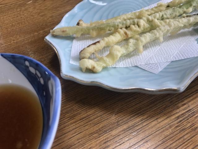 キトピロ(行者ニンニク)の天ぷら。これも美味しいわ。