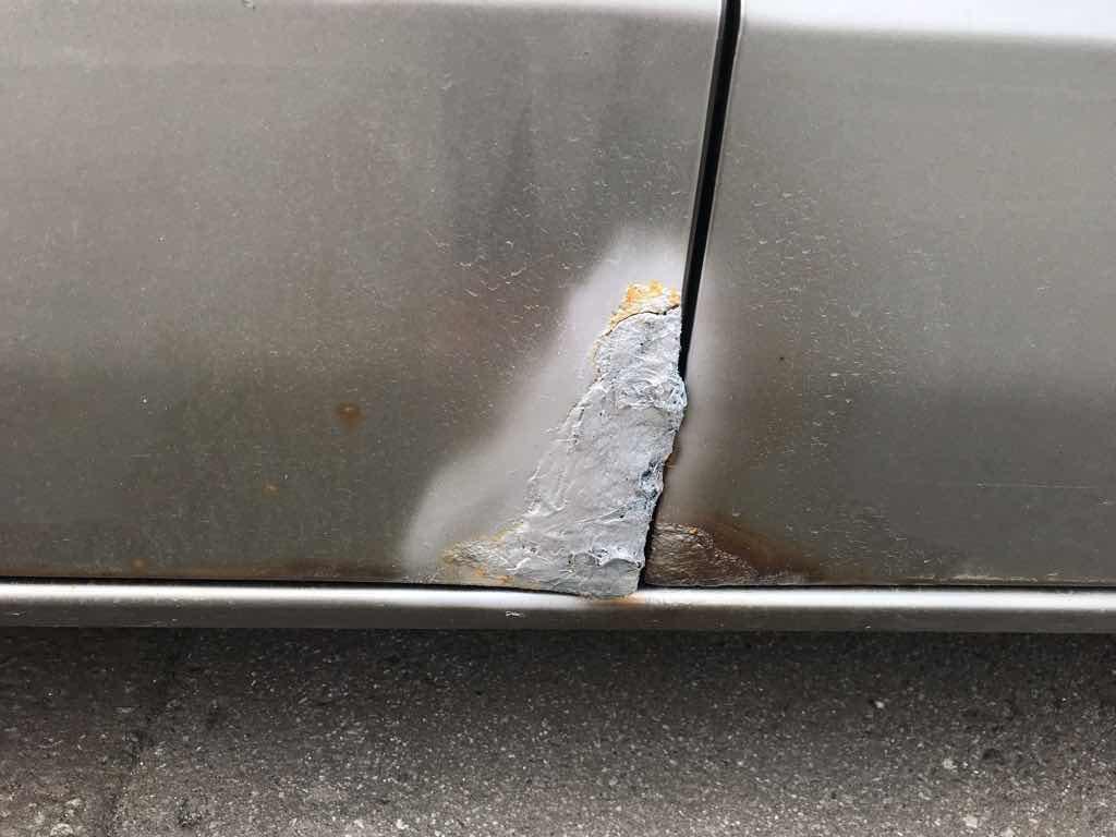 モビリオスパイクの助手席側ドアに穴が空き、FRPで埋めてみたが。