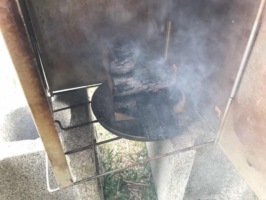 モウモウと上がる煙。