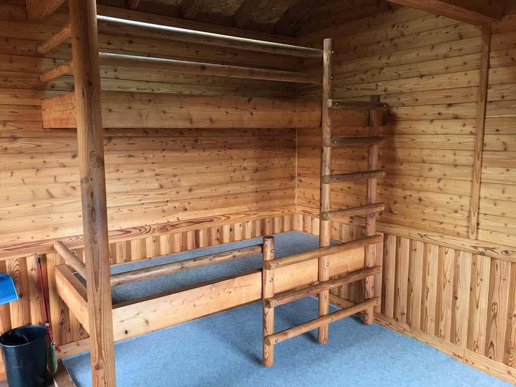 バンガローの二段ベッド。
