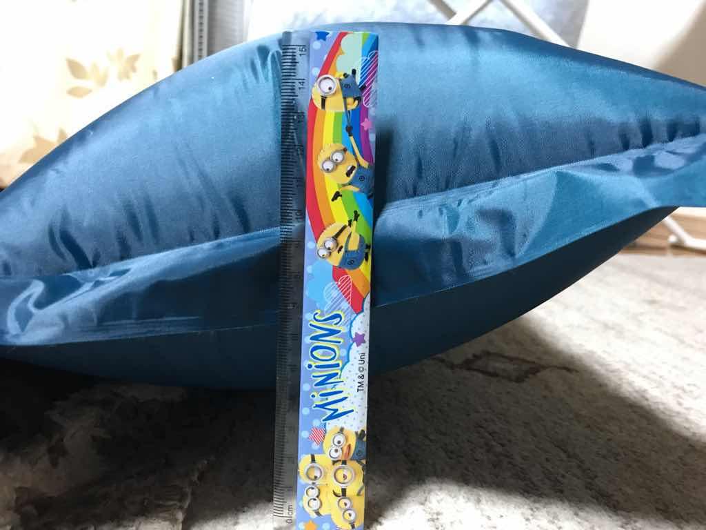 枕の厚さは15センチほど。